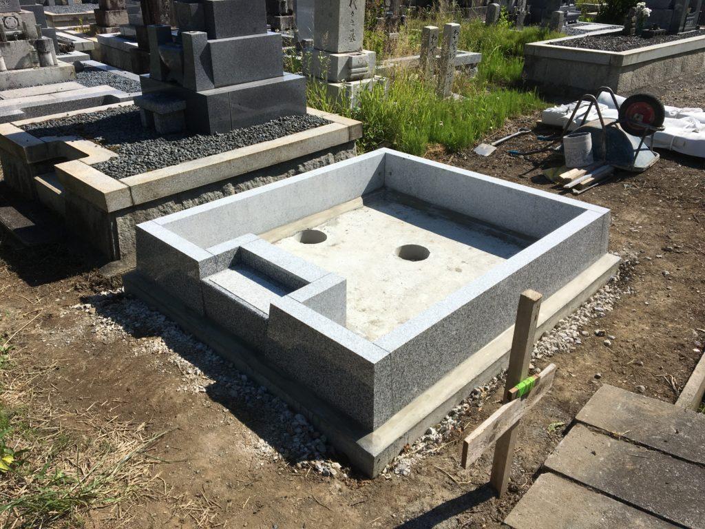 お墓の外柵を補強
