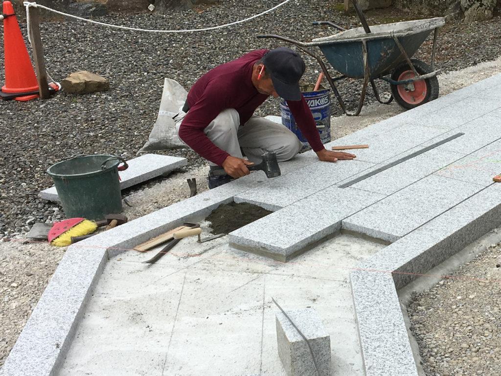 石材施工一級技能士が建墓します。