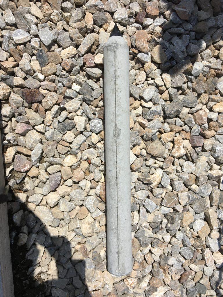 地盤に支柱を埋め込むことにより、墓石の強度がアップします。
